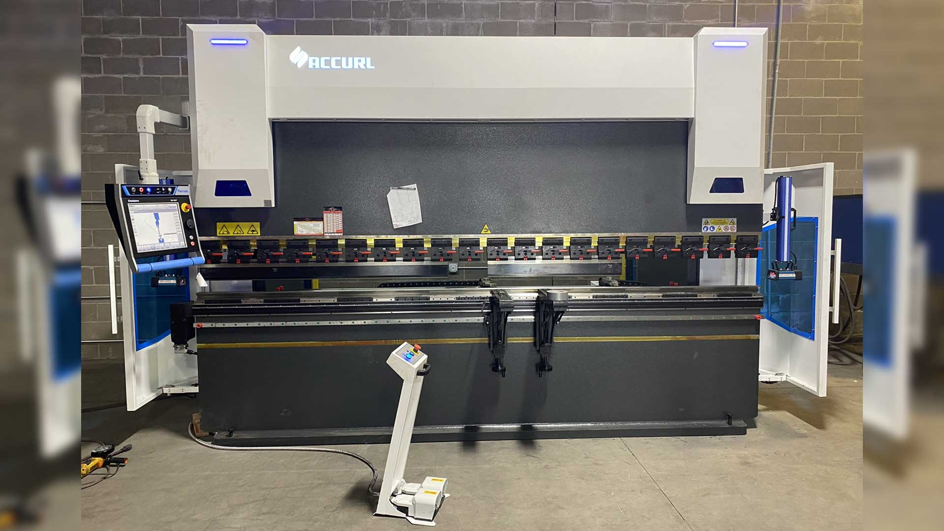 AccurlUSA Press Brake 245 Ton
